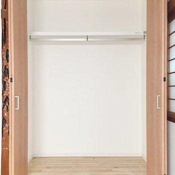 【2階洋室6帖②】たっぷり大きめ収納が!