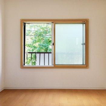 【2階洋室6帖①】階段を上がって左のお部屋です。