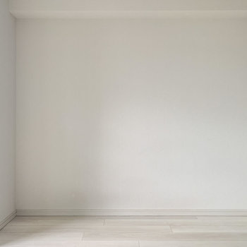 ベッドがすっぽりハマるかな。※写真は8階の同間取り別部屋のものです