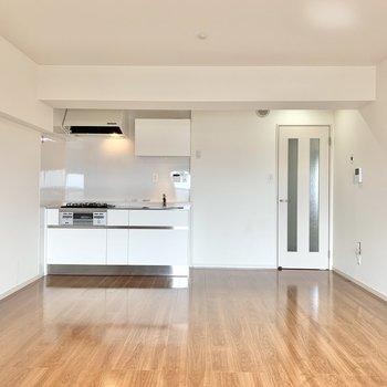 【LDK】壁付けキッチンだと配膳もしやすそう。