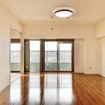 【LDK】この開放的な空間には、どんな家具を置こうかな……!