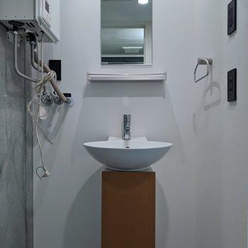 シンプルでオシャレな洗面台です。