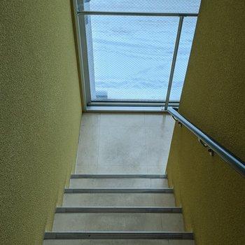階段は室内なので天候の影響を受けませんよ。