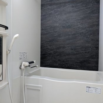アクセントクロスがオシャレです。洗濯物を浴室で干すことも可能!