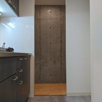 キッチンはスペースが広めです。