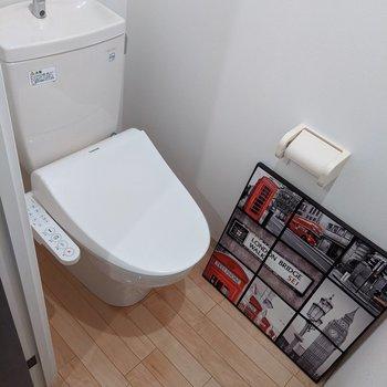 ウォッシュレット付きのトイレです。※インテリアはサンプルです