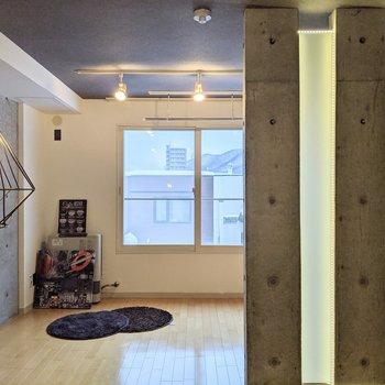 【ダイニング】完全に仕切られていないので開放感がありますよ!※家具はサンプルです。