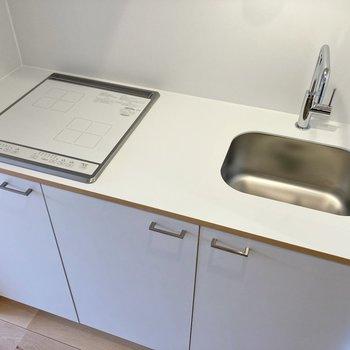 2口IHコンロで料理の幅も広がります。調理スペースが確保されているのもうれしい!