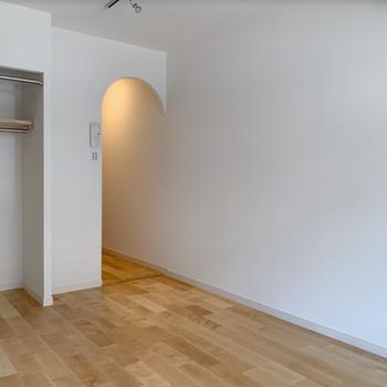 【イメージ】居室からキッチンはアーチ開口になってます。なんとも可愛らしい。