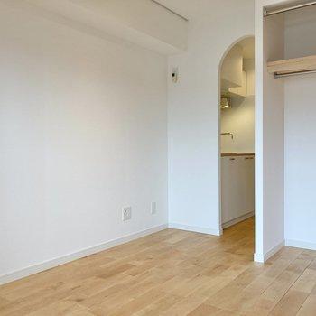 居室にはコンセントが4箇所あるので家具の配置もしやすいですね。