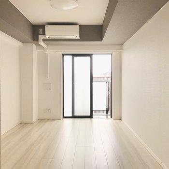 ベッドは右側に置こうかな※写真は4階の同間取り別部屋のものです
