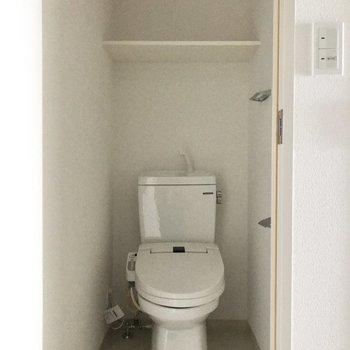 トイレは別室にありますよ※写真は4階の同間取り別部屋のものです