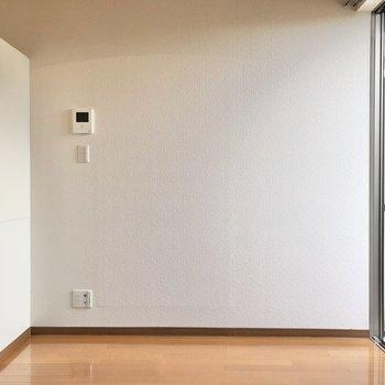 少し大きめのテレビも置けそうなスペース。※写真は1階の反転間取り別部屋のものです