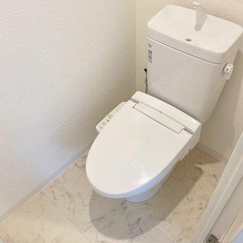 トイレも上品な可愛さがあります◯ウォシュレットもあり!