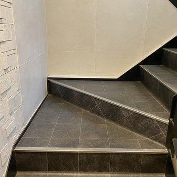 エレベーターがないから階段で目的地まで。