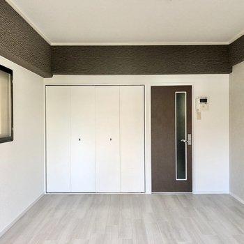 ホワイト×グレーの上品なお部屋になりました。