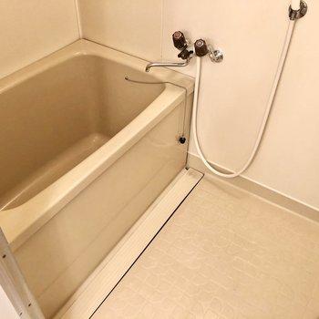バスルームはシンプルです。