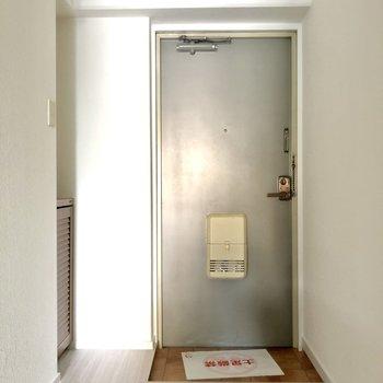 玄関はすっきりとした印象です。