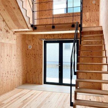 階段を上がってみましょう。