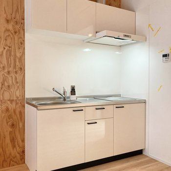 【LDK】キッチンは清潔感のあるホワイト。