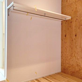 【寝室】収納はオープンタイプです。