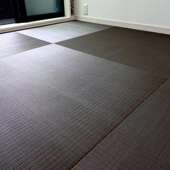 シックなブラウンの畳なので、モダンな暮らしができますね。 (※写真は2階の反転間取り別部屋のものです)