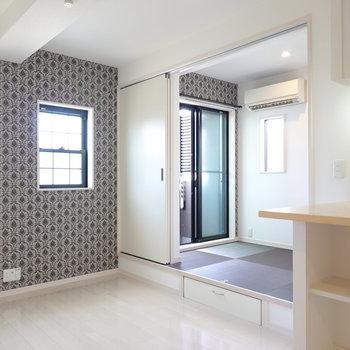 メリハリのある暮らしができる、畳の小上がりのあるお部屋。 (※写真は2階の反転間取り別部屋のものです)