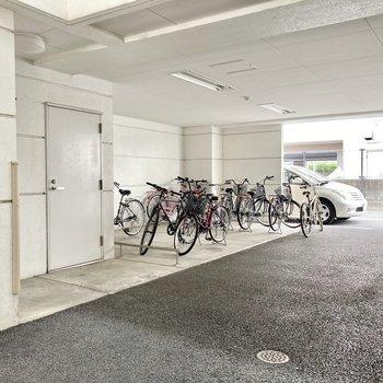 自転車置き場は1階にありました。