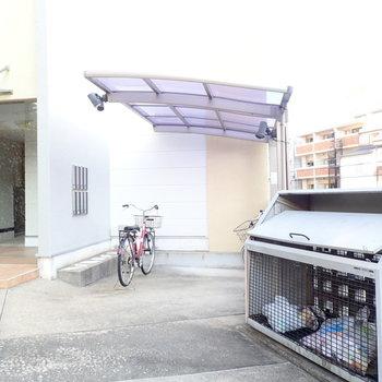 共用部】駐輪場は屋根つきでした。