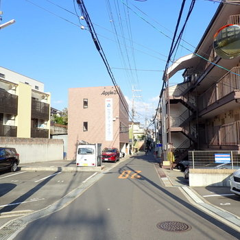 周辺環境】のんびり〜とした住宅街!小道がけっこうありました。