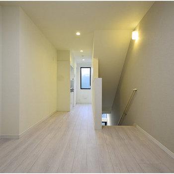 階段で空間を仕切って