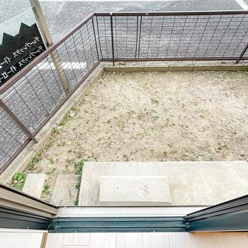 1階のLDKの外はちょっとした専用庭に。ガーデニングもできちゃいます。