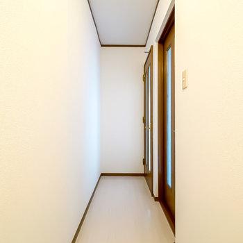 2階には洋室が2つ。まずは南側の洋室から。