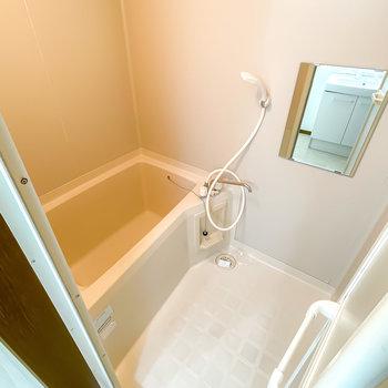 見た目も機能もシンプルなお風呂ですが、不便が少ない洗い場と浴槽の広さ。