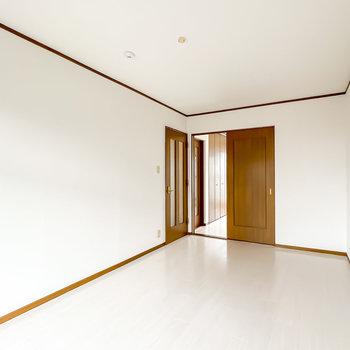 どちらの洋室も階段から直接行けるので、プライベートを確保することもできますね。