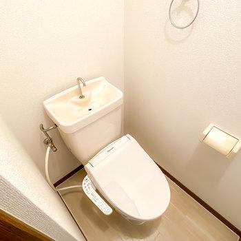 トイレは嬉しいウォシュレット付きに!
