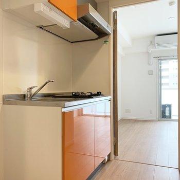 キッチン横のスペースには冷蔵庫を。(※写真は7階の同間取り別部屋のものです)