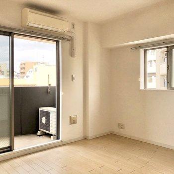 2面採光は角部屋の良いところ。(※写真は6階の同間取り別部屋のものです)