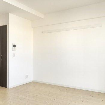 奥にある扉がクローゼット。(※写真は6階の同間取り別部屋のものです)