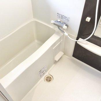 お風呂は浴室乾燥+小窓付きで換気も良し。(※写真は6階の同間取り別部屋のものです)