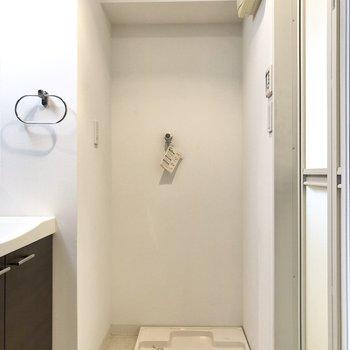 洗濯機置き場はお風呂と洗面台の間に。(※写真は6階の同間取り別部屋のものです)