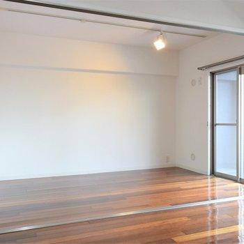 洋室も採光ばっちり※写真は3階同間取り・別部屋のものです。