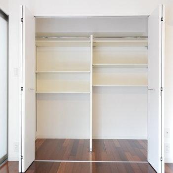 クローゼットは大物も小物も任せてください※写真は3階同間取り・別部屋のものです。