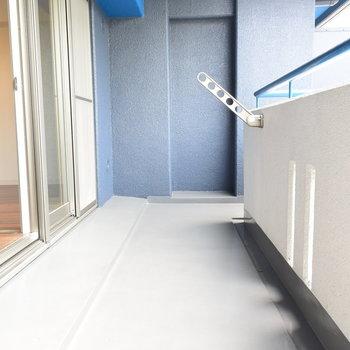 ステージになりそうなくらい広さのあるベランダ※写真は3階同間取り・別部屋のものです。