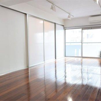 二部屋を区切る扉を閉めてみました※写真は3階同間取り・別部屋のものです。