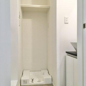 隣には洗濯機置き場が。
