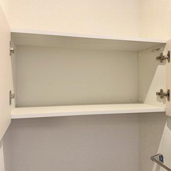 トイレ上部にちょっとした収納。
