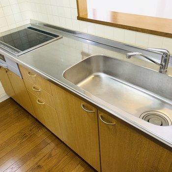 IHコンロでお掃除がしやすいですね。(※写真は3階の同間取り別部屋のものです)