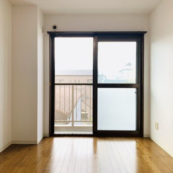 こちらはリビングスペースとして。(※写真は3階の同間取り別部屋のものです)