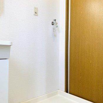 そのお隣には洗濯機置き場。(※写真は3階の同間取り別部屋のものです)